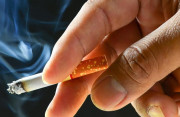 Có thể bị lây nhiễm HIV khi hút chung điếu thuốc không ?