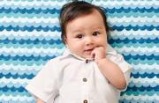 Trẻ 5 tháng tuổi nặng 6,4 kg có được coi là bị suy dinh dưỡng không ?