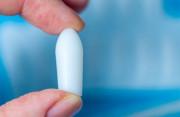 Tại sao vùng kín lại ra khí hư lẫn máu đen sau khi ngưng đặt thuốc ?