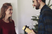 tặng quà, bạn gái, chưa phải người yêu, có nên tặng quà, mới quen