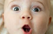 Mắt của trẻ 6 tháng tuổi nhìn không đều có phải là bị mắt lác không ?