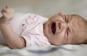 Trẻ 5 tháng tuổi không có nước mắt khi khóc ???