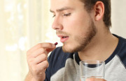 """Thuốc kháng sinh có làm giảm chất lượng """"tinh binh"""" không?"""