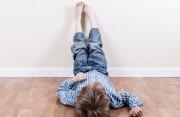 Bé 5 tuổi chỉ có thể nhảy lò cò bằng chân trái, liệu có bất thường?