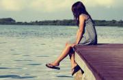 hay lo lắng, mất cảm xúc, thường bị để ý, không nũng nịu