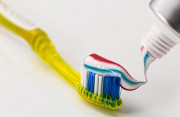 Kem đánh răng có thể tiêu diệt được HIV???