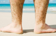 Đàn ông ít lông chân là bị yếu sinh lý???