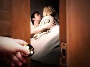 vợ chồng, chồng, ngoại tình, cô hàng xóm, kiểm soát, lăng nhăng, cùng cơ quan, thanh minh, van xin, sự chung thủy