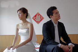hôn nhân gia đình, thủ tục cưới xin, lễ nghi, mâu thuẫn, cái vã, tình cảm rạn nứt, đau khổ