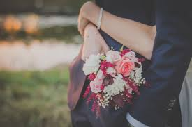 tình yêu, hôn nhân, thiếu niềm tin, băn khoăn trước khi kết hôn, tình yêu rạn nứt, tổn thương, cửa sổ tình yêu