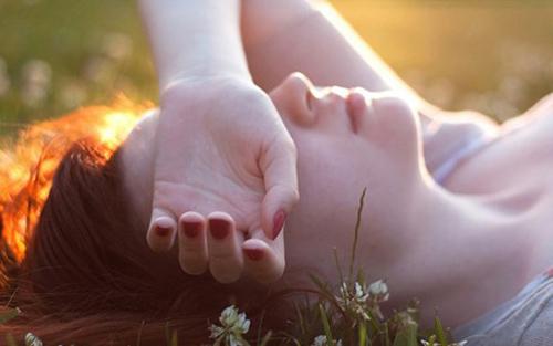 yêu, cửa sổ tình yêu, tình yêu, tình cảm, thấu hiểu, quan tâm, chia sẻ, cảm xúc, cáu gắt, mệt mỏi