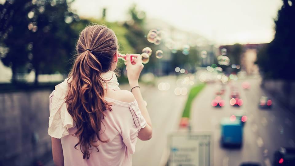 tình yêu rạn nứt, giữ gìn tình yêu, chạy theo tình cảm, đánh mất bản thân, lo lắng, bất an, ích kỉ, cửa sổ tình yêu