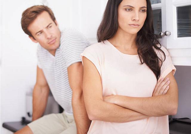 hôn nhân rạn nứt, chồng ngoại tình, chồng cờ bạc, nợ nần, ly hôn, ly thân, mât niềm tin, đau khổ, cửa sổ tình yêu
