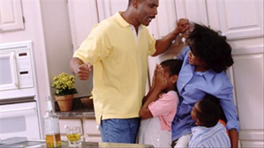 bạo lực gia đình, bạo lực thể xác, bạo lực tinh thần, hôn nhân rạn nứt, biến cô gia đình, ly hôn, tổn thương, hạnh phúc, cửa sổ tình yêu