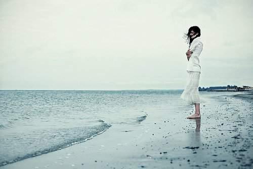 yêu xa, thiếu niềm tin, lo lắng, bất an, giữ gìn tình yêu, gia đình ngăn cản, gia đình giục cưới, cửa sổ tình yêu