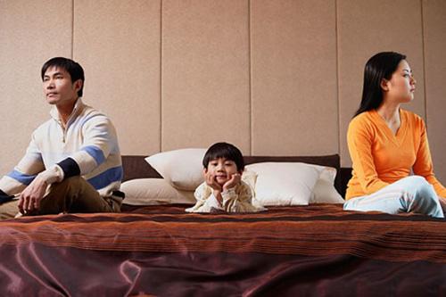 cửa sổ tình yêu, khoảng cách, bạc, nấm, vợ chồng, con cái, nhà nội, nhà ngoại, ly hôn, mệt mỏi.