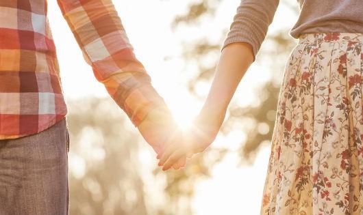 cửa sổ tình yêu, phản đối, ngăn cản, tình duyên, khiếm thị, lo lắng, con cái, yêu đương.
