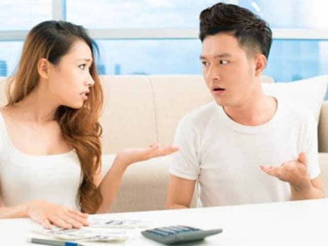 bạn trai chi ly, hẹp hòi kinh tế, tính toán, người yêu keo kiệt,tính toán kinh tế