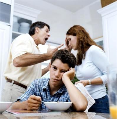 cha mẹ hay cãi nhau, sợ ly hôn, bố mẹ không hạnh phúc, họ hàng bất hạnh