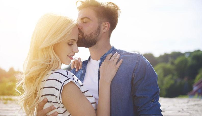 hẹn hò qua mạng, chưa yêu, muốn quan hệ, hôn nhau, thả thính