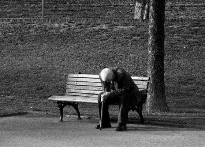 không hòa nhập, ngôn ngữ, bất đồng, bạn bè xa lánh, bị cô lập