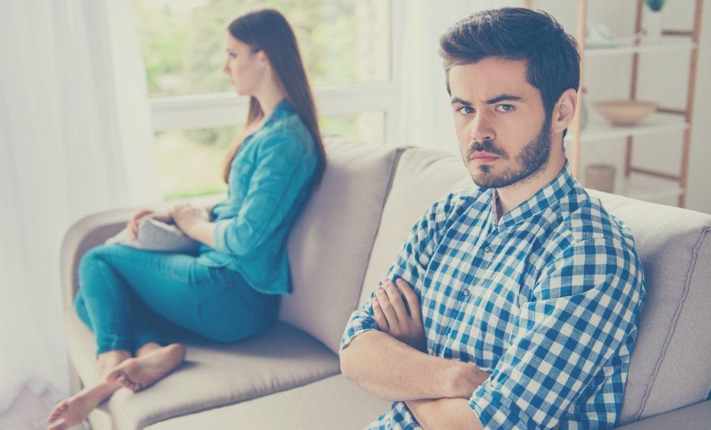 vợ chồng, bất đồng, không có cảm xúc, như hai người bạn, chê trách nhau, không hòa hợp, mâu thuẫn tiền bạc