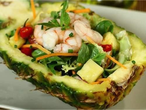 Đẹp mắt ngon miệng với món Salad tôm dứa