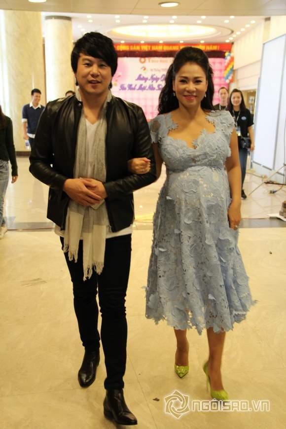 Thu Minh Khệ Nệ Bụng Bầu 'Vượt Mặt' Làm Giám Khảo Vietnam Idol